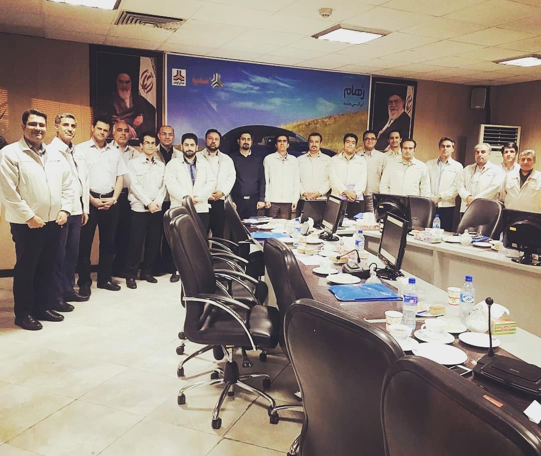 تدریس در کارگاه یک روزه مدل کسب و کار در مقابل اعضای مدیریت ارشد و مدیر عامل محترم شرکت سایپاپرس، بزرگترین تولید کننده قطعات پرسی خودرو در خاورمیانه با 1500 نفرپرسنل.